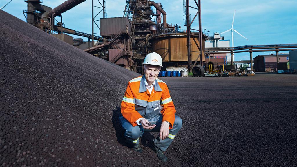 """Uwe Braun, Chef von ArcelorMittal Hamburg, will in Zukunft mit Wasserstoff """"grünen Stahl produzieren"""". Foto: ArcelorMittal/David Maupilé"""