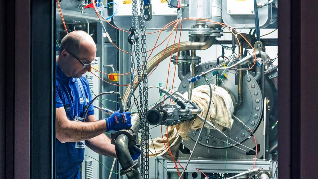 Auf dem Prüfstand: Mahle testet Komponenten für Brennstoffzellen und Motoren, die mit Wasserstoff laufen. (Foto: Mahle)